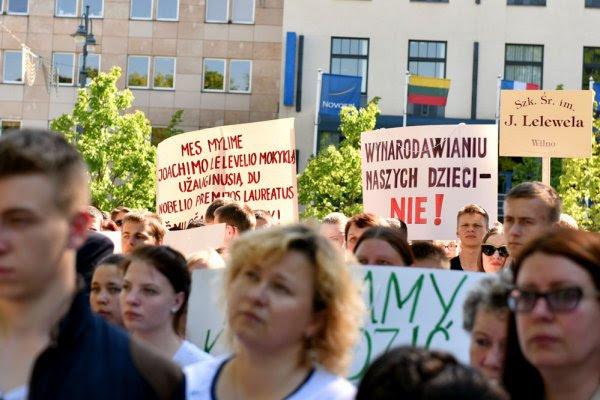 Szkoły mniejszości narodowych naLitwie ogłaszają strajk powszechny