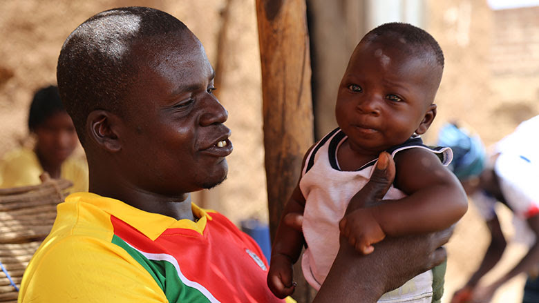 Waimbabie wanted to be present for the birth of their last child. Photo: Lionel Yaro, World Bank