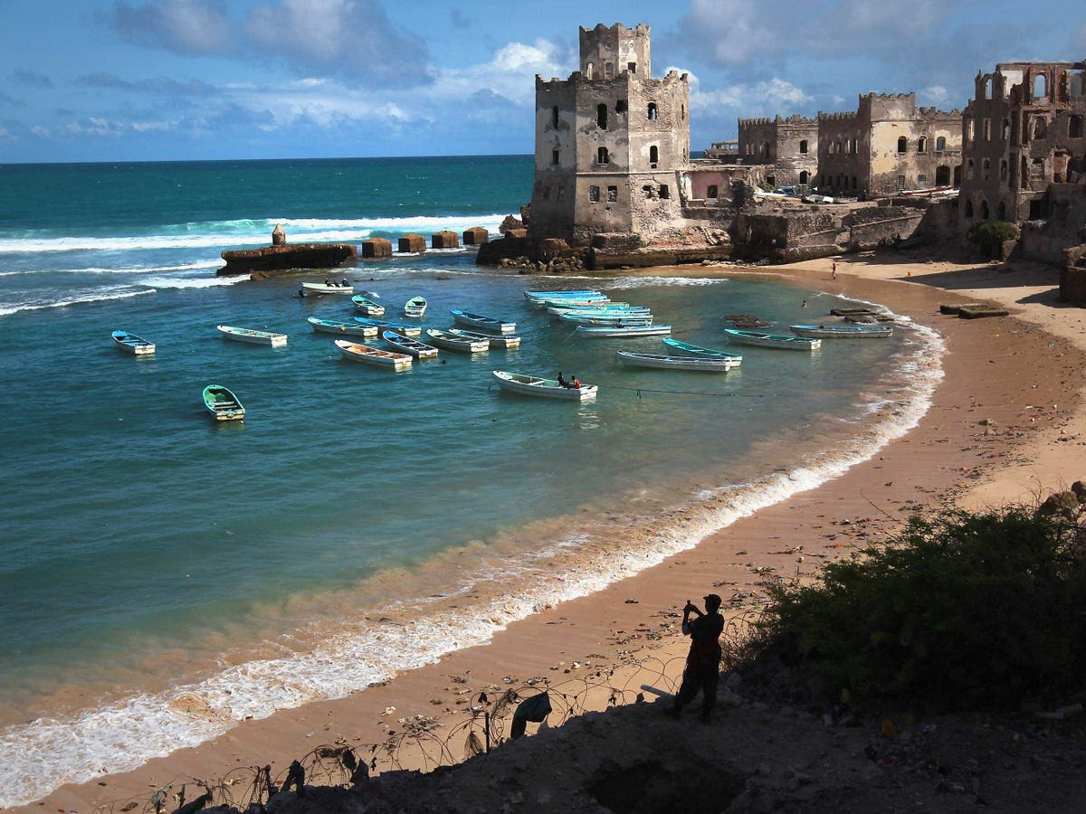 2. Somalia: 400 tourists