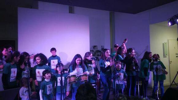 La Colmenita del Sur, grupo formado por niños cubanos y argentinos cierran el festejo del cumpleaños de Fidel en Argentina.