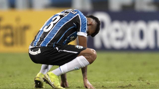 Sob os olhares de Tiago Nunes, Grêmio vence em casa em estreia na Sul-Americana