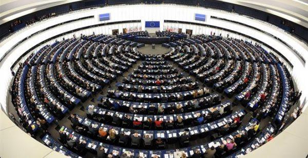 Στρασβούργο: Ψήφισμα στήριξης σε Ελλάδα-Ιταλία