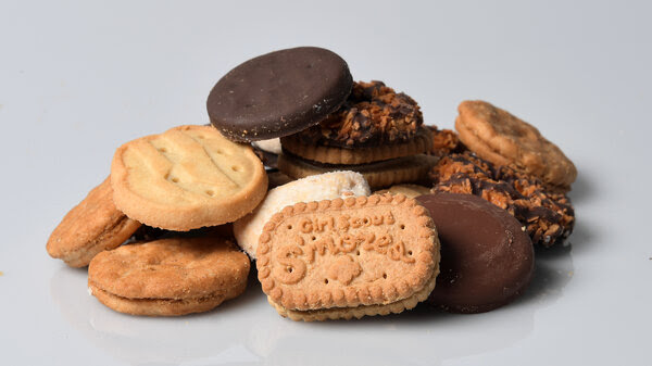 From a sampling of Girl Scout Cookies, Los Angeles Times food columnist Lucas Kwan Peterson says that Samoas (also known as Caramel deLites) are the superior cookie.