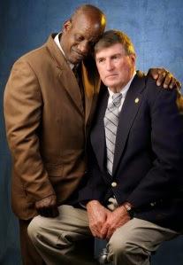 Os verdadeiros James Robert Kennedy (Radio) e Harold Jones (treinador)