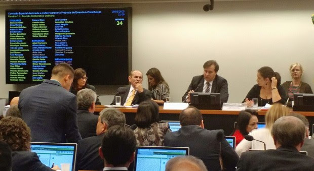 Integrantes da comissão especial da reforma política decidem adiar votação de relatório final (Foto: Laís Alegretti / G1)