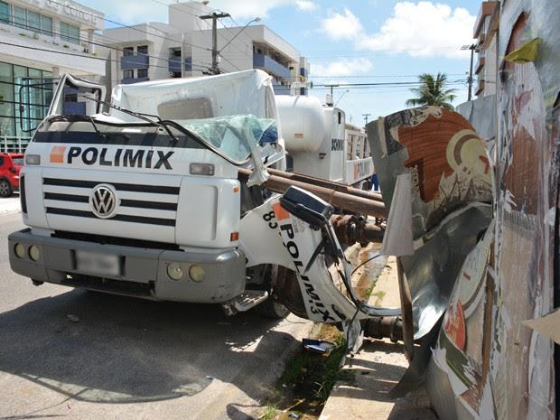 Cabine ficou completamente destruída (Foto: Walter Paparazzo/G1)