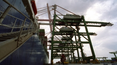 Italy reappoints Taranto port boss