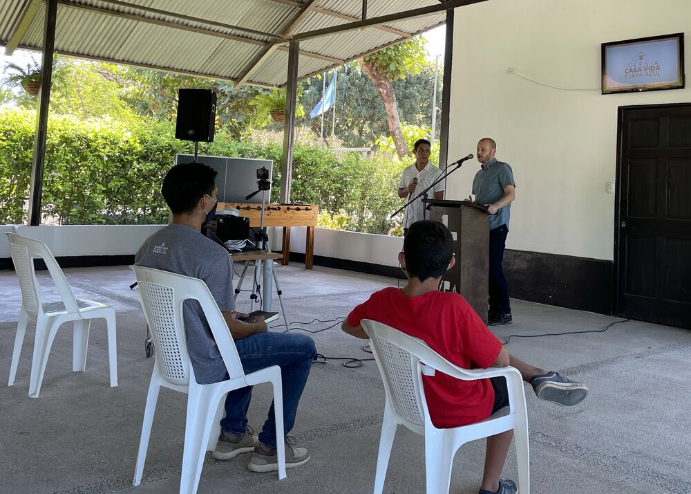 Ed Preaching at Casa Vida Playa Azul 2.jpeg