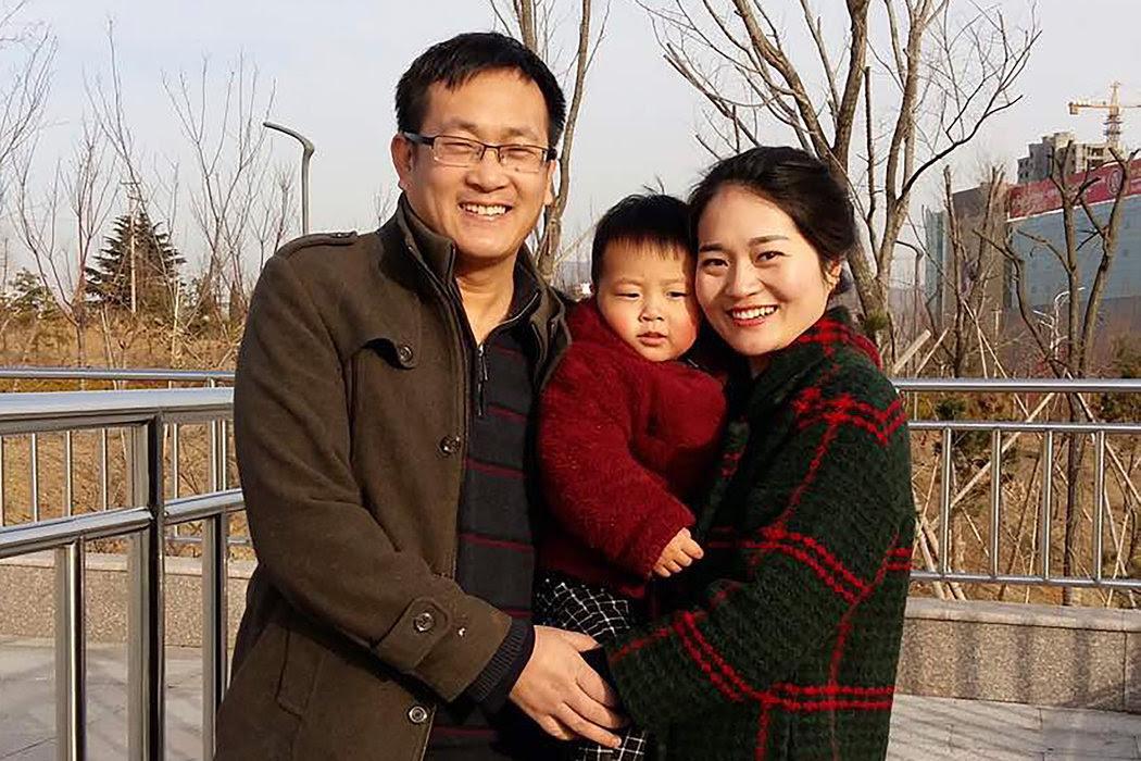 2015年,中國東部山東省,王全璋與妻子李文足及孩子的合影。