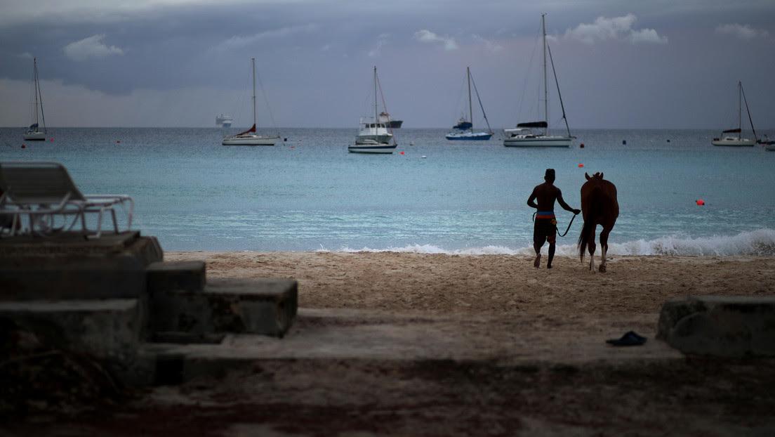 Esta nación caribeña planea destituir a la reina británica como jefa de Estado y convertirse en república