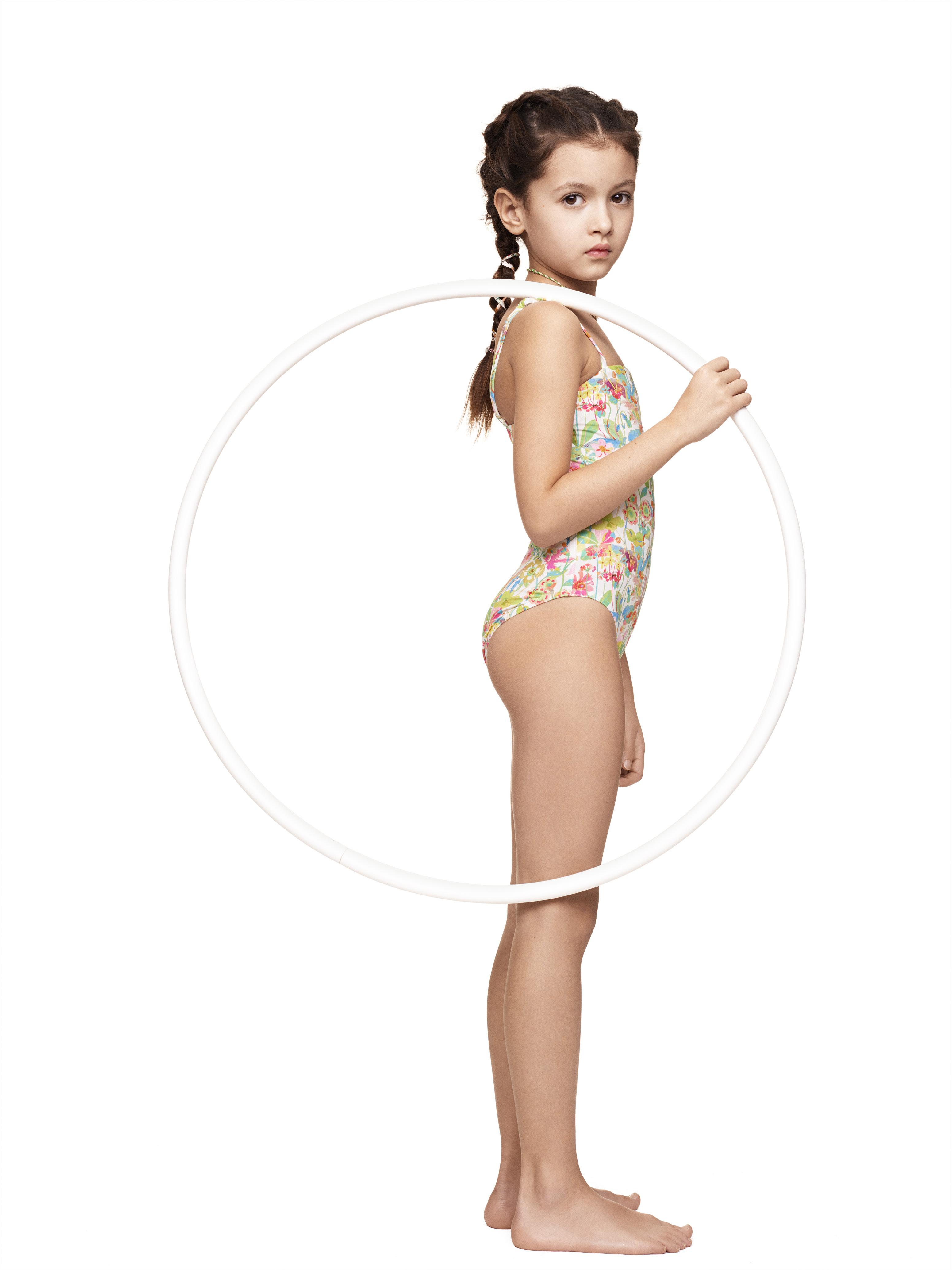dec263e6 c004 49e8 ae68 b87289108236 - Eres y Bonpoint colaboran en una colección de  ropa de baño para niñas y madres