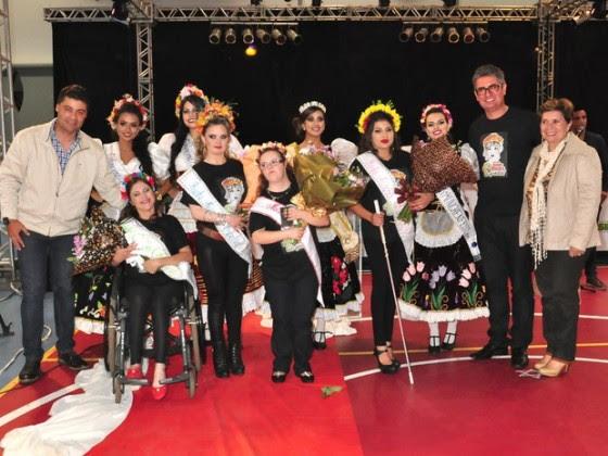 Vencedoras ganharam traje alemão, vale-viagem, notebooks e joias. (Foto Divulgação Prefeitura de Ponta Grossa)