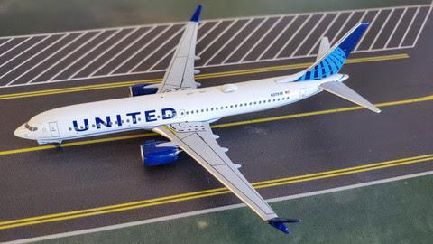 Boeing 737 MAX 9 United N27515