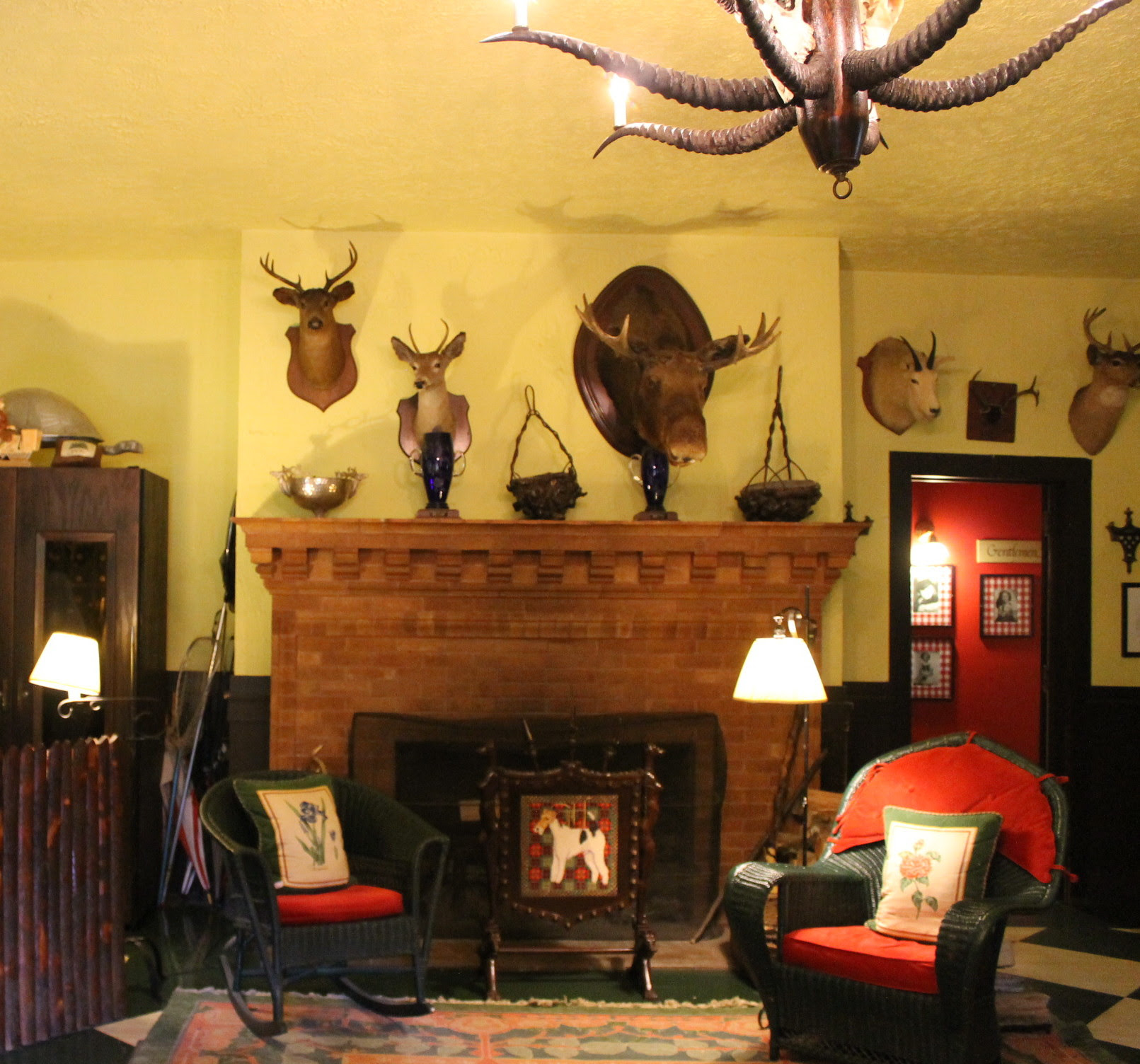 Entering the Woods, you step into restaurant's expansive lobby, where mounted trophies - both foreign and domestic - are displayed.