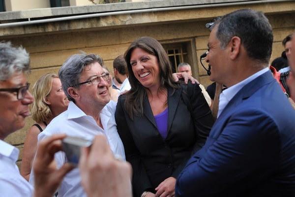 Με τον Ζαν Λυκ Μελανσόν και τον Ραφαέλ Κορρέα, μετά την ομιλία του στο θερινό Πανεπιστήμιο της Ανυπότακτης Γαλλίας