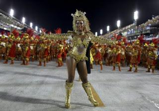 Veja as Rainhas de Bateria que desfilaram na Sapucaí neste domingo