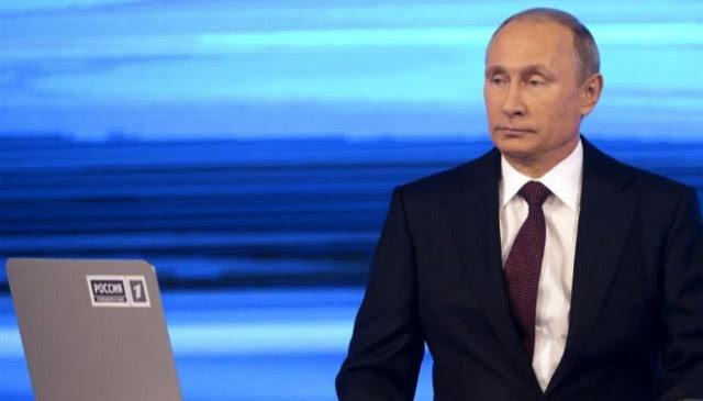 Putin, en el 'Línea Directa' anual en la que contesta por televisión a los ciudadanos. AFP