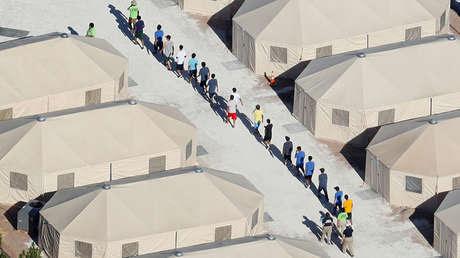 Niños inmigrantes alojados en un campamento cerca de la frontera con México en Tornillo, Texas (EE.UU.), el 19 de junio de 2018.