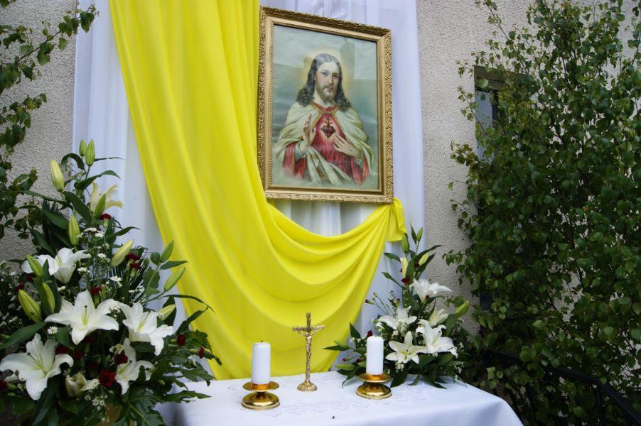 Znalezione obrazy dla zapytania oltarze na boże ciało