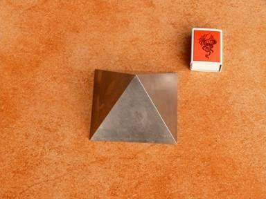 Titánová pyramída