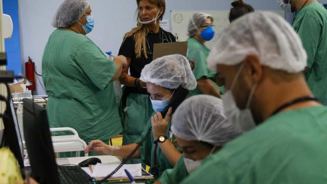 Brasil registra média de 1.562 mortes diárias por covid-19