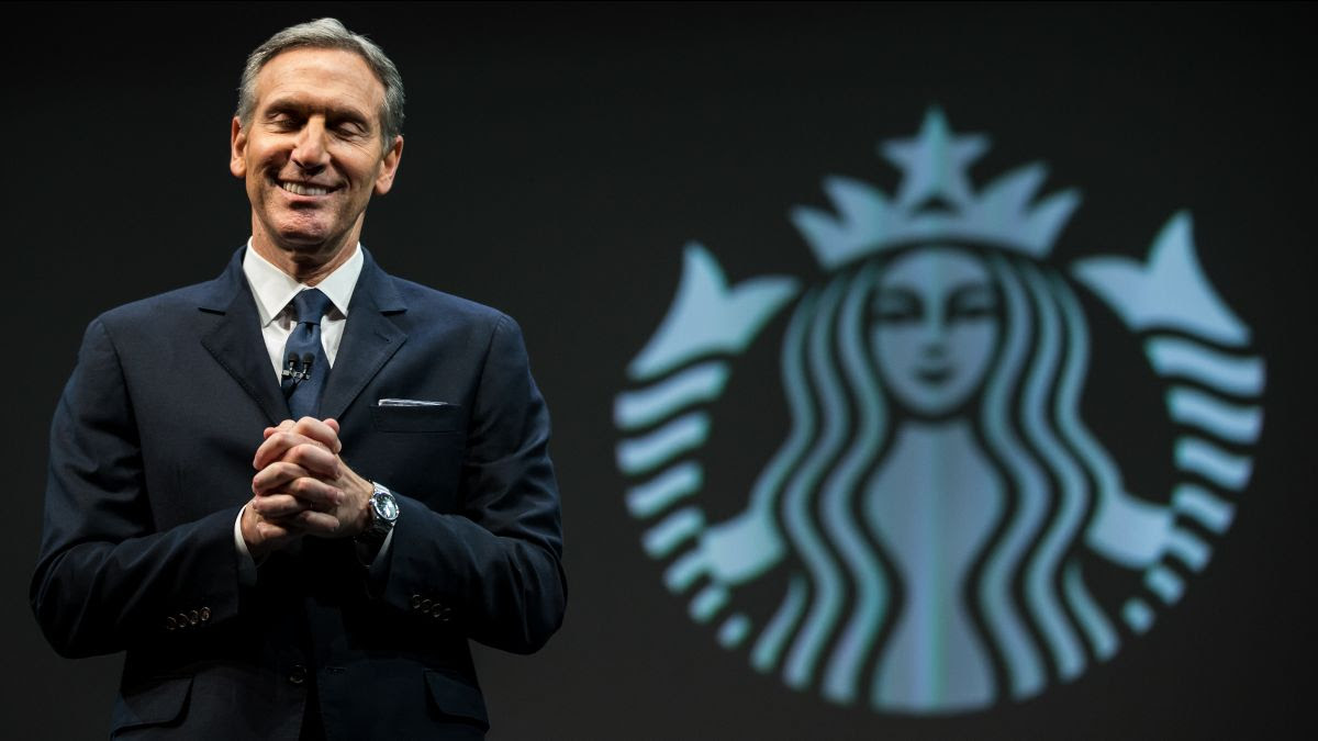 Starbucks Chairman and CEO Howard Schultz speaks during Starbucks annual shareholders meeting March 18, 2015 in Seattle, Washington © Getty Images / Stephen Brashear