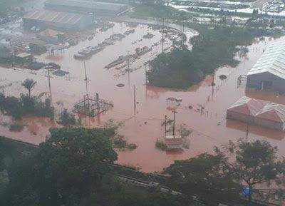 Área da planta industrial da Hydro Alunorte coberta por lama vermelha no dia 17 de fevereiro de 2017 quando os vazamentos de efluentes contaminaram a região de Barcarena