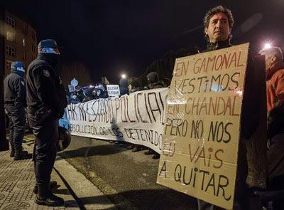 Nueva manifestación de los vecinos del barrio de Gamonal para pedir la liberación de los detenidos en las protestas contra el bulevar de la calle Vitoria.