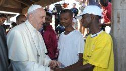 Alessandro Gisotti papa francisco misa migrantes