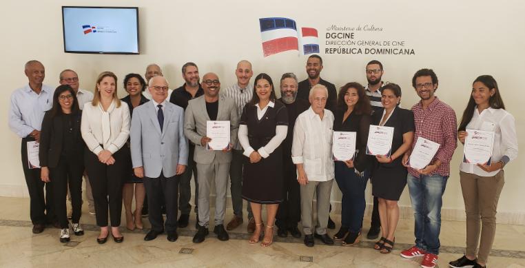 DGCINE Yvette Marichal, directora general de la DGCINE; Cayo Claudio Espinal, viceministro de Cultura, y miembros del jurado junto a los ganadores del concurso público anual del FONPROCINE 2018