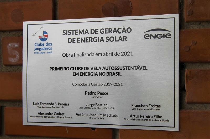 Placa alusiva à conclusão do sistema de energia solar no Clube dos Jangadeiros