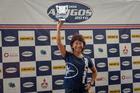 Helena Deyama com o troféu de campeã do Rally dos Amigos (Nelson Santos Jr/Photo Action)
