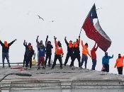 Previamente, los trabajadores portuarios cumplieron más de un mes de paro, en demanda por sus condiciones laborales, en medio del apoyo popular y la represión del Gobierno de Sebastián Piñera.