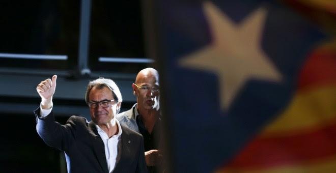 Artur Mas celebrando los resultados de Junts pel Sí./ REUTERS
