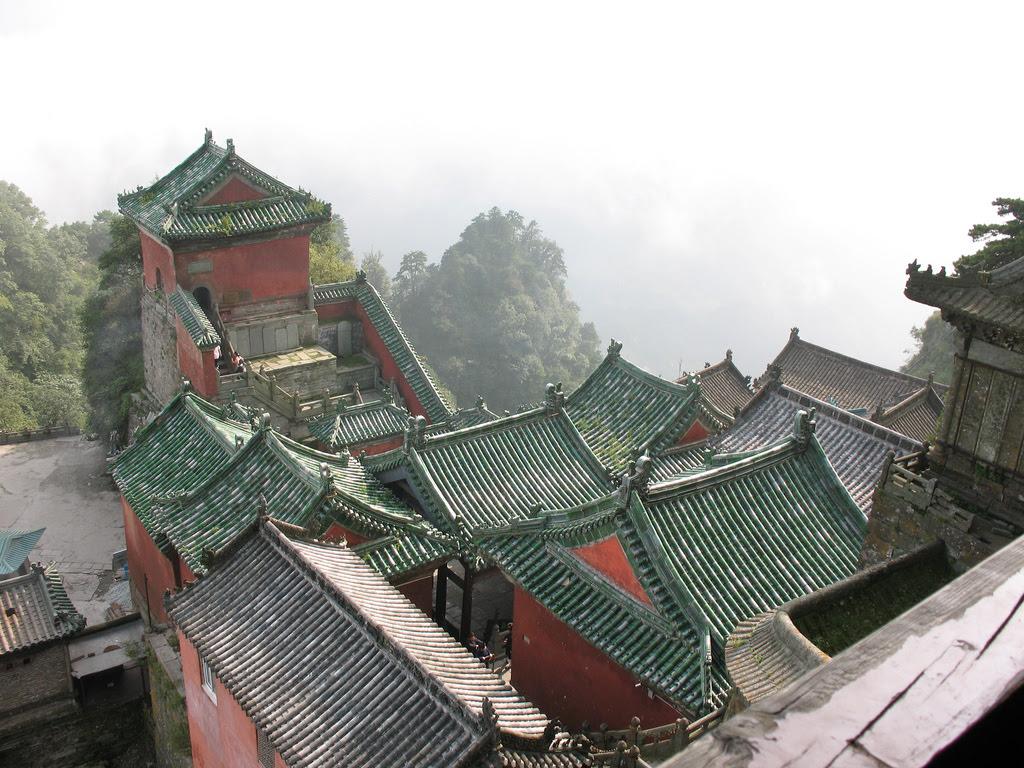 https://upload.wikimedia.org/wikipedia/commons/8/8c/Wudangshan_pic_2.jpg