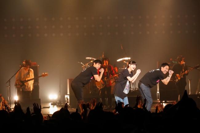 KANA-BOON×チュートリアル×菅沼ゆり_徳ダネ福キタルSPECIAL LIVE Vol.4(撮影:上山陽介)