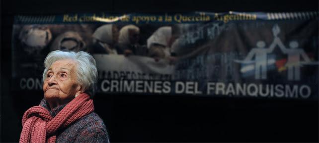 Ascensión Medieta, víctima de la dictadura, en la rueda de prensa de Ceaqua. ALEJANDRO TORRÚS