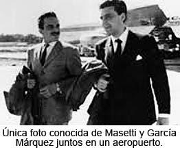 Única foto conocida de Masetti y García Márquez juntos en un aeropuerto