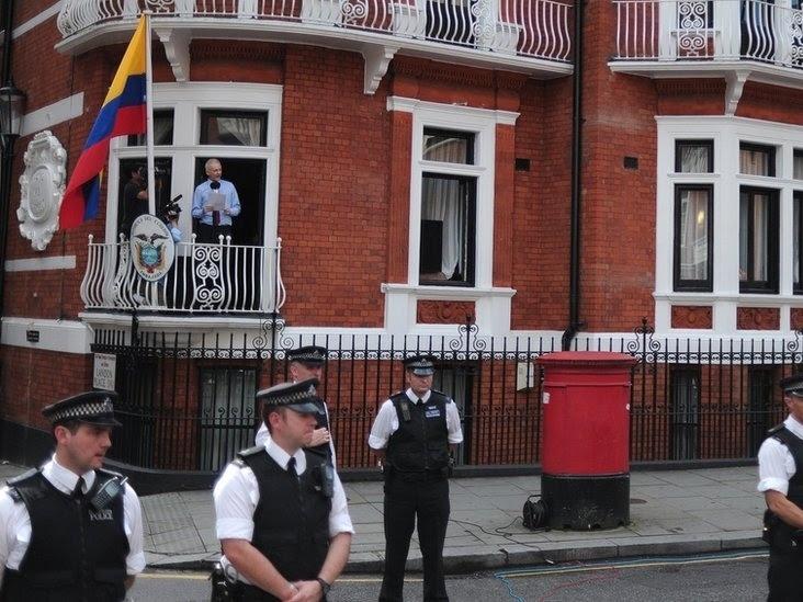 Os 7 estranhos anos de Julian Assange na Embaixada do Equador em Londres