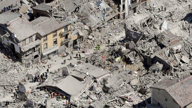 247 MUERTOS POR EL TERREMOTO EN ITALIA