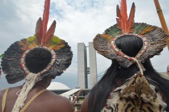 Indios em Brasilia.jpg
