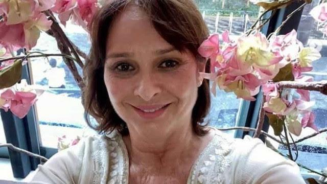 Myrian Rios recebe alta após cirurgia na cabeça para retirar próteses