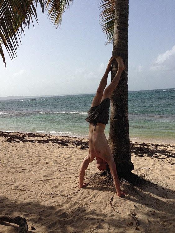 Он 9 лет жил на необитаемом острове — пока кто-то не увидел сигнал SOS в Гугле!