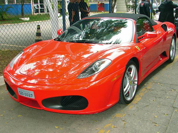 Ferrari foi apreendida na operação