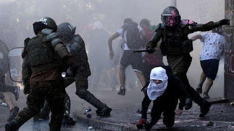 Incendios, saqueos y varios enfrentamientos en las manifestaciones por el aniversario del estallido social en Chile (VIDEOS, FOTOS)
