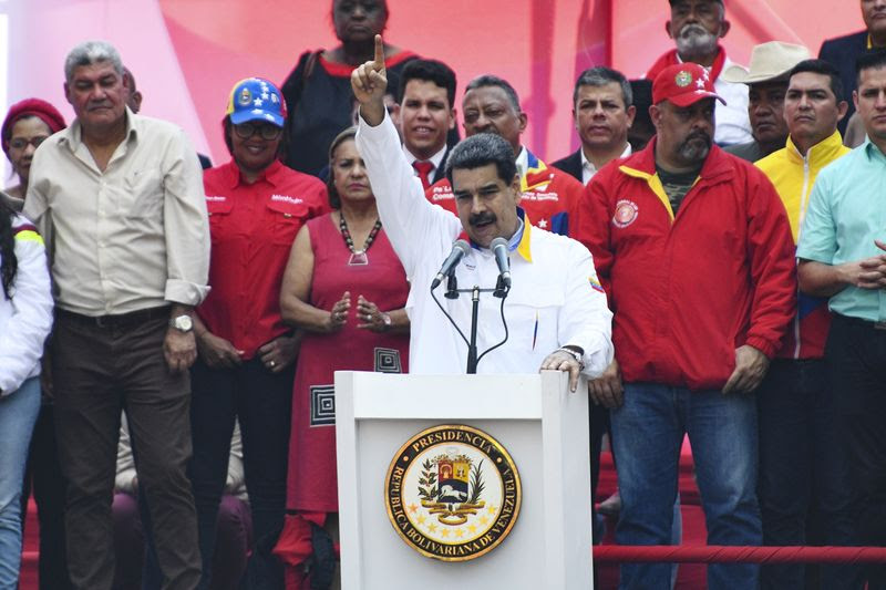 El presidente Nicolás Maduro celebra un mitin frente al palacio de Miraflores