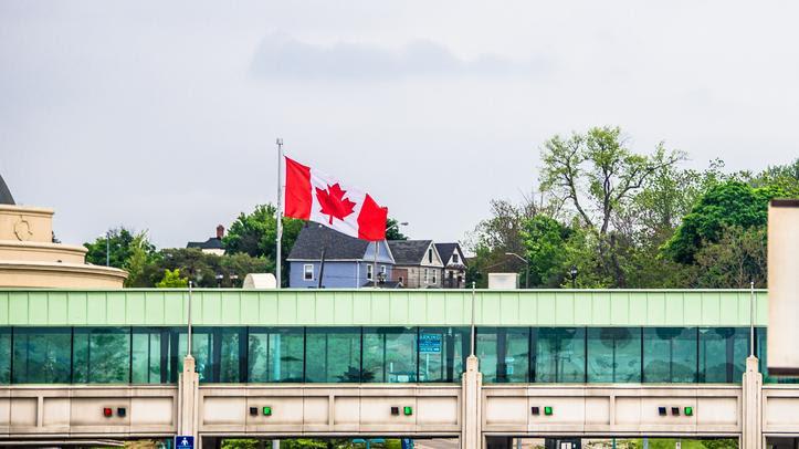 Bắt phụ nữ gốc Việt giấu di dân lậu trong cốp xe từ Canada sang Hoa Kỳ