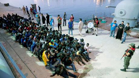 Migrantes en una base naval tras ser rescatados por la Marina de Libia, en Trípoli, 4 de noviembre de 2017.