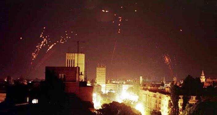 La defensa aérea de Yugoslavia intenta derribar los bombarderos de la OTAN
