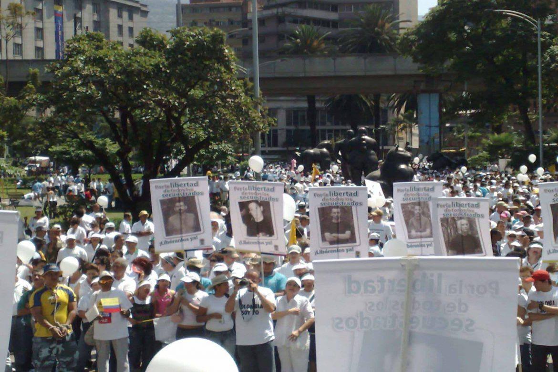 marcha-FARC-secuestro-Verdad-Reparacion-FARC-Alvaro-Villarraga-1170x780